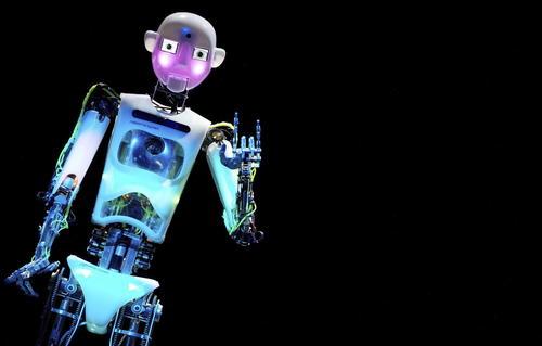 Un robot es expuesto en la exposición CeBIT en Hannover (Alemania) hoy, lunes 10 de marzo de 2014. Hoy comienza la CeBIT, la principal feria internacional del sector de las tecnologías de la información y de la comunicación. (Foto: EFE/Friso Gentsch)