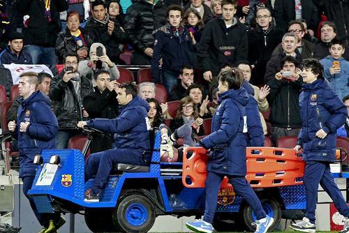 Valdés se lesionó ante el Celta y tuvo que salir en camilla, probablemente nunca vuelva a jugar en el Camp Nou defendiendo los colores del Barcelona. (Foto: EFE)
