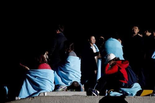 Drama y desolación viven los pasajeros del barco que naufragó en la que podría ser una de las peores tragedias náuticas de la historia. (Foto: EFE)