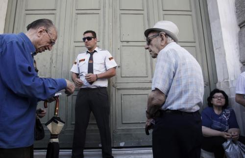Grecia abrió este lunes los bancos, pero aún mantiene controles fuertes. (Foto: EFE)