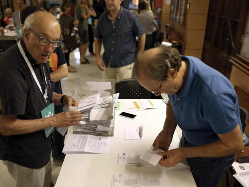 Casi 4 millones de catalanes ejercieron su derecho a voto. (Foto: EFE)