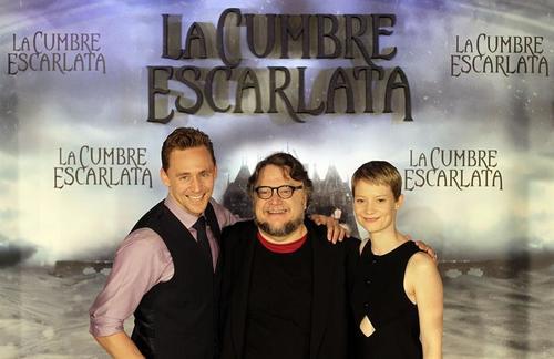 Inicialmente Guillermo del Toro iba a contar en los papeles protagonistas con Benedict Cumberbatch y Emma Stone, pero finalmente ambos se retiraron de la producción. (Foto: EFE)