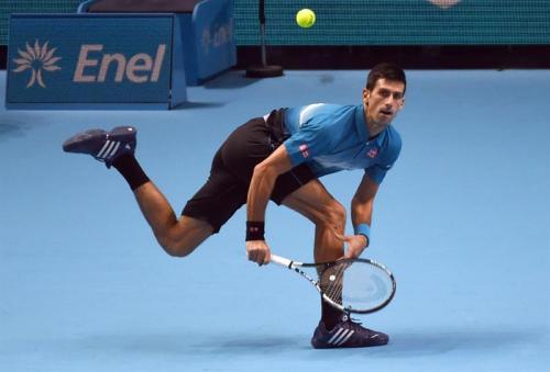 Djokovic sometió a Nishikori sin dificultades y, aferrado a su poderoso servicio (92 por ciento de puntos retenidos con su saque), se llevó el primer set por un contundente 6-1 en apenas 31 minutos. (Foto: EFE)
