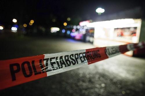 El cordón policial alrededor del estadio en Hanover, Alemania. (Foto: EFE)