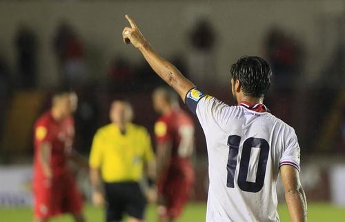 Bryan Ruiz, de Costa Rica, celebra la victoria obtenida ante Panamá. (Foto: EFE)