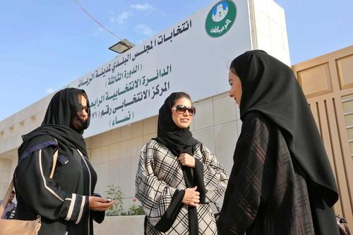 De las 990 mujeres que se postularon a un cargo municipal únicamente 13 fueron elegidas. (Foto: EFE)