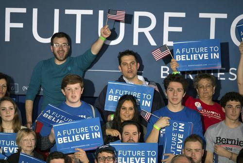 Entre el público de sus actividades públicas aparecen jóvenes de 17 años que votarán por primera vez. (Foto: EFE)
