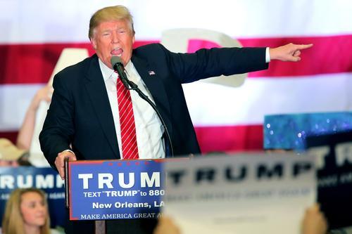 Durante un discurso el precandidato Donald Trump propuso construir un muro en la frontera con México, para reducir la migración. (Foto: EFE)