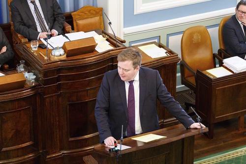 El primer ministro islandés, Sigmundur David Gunnlaugsson, durante una sesión parlamentaria en Reikiavik. (Foto: EFE)