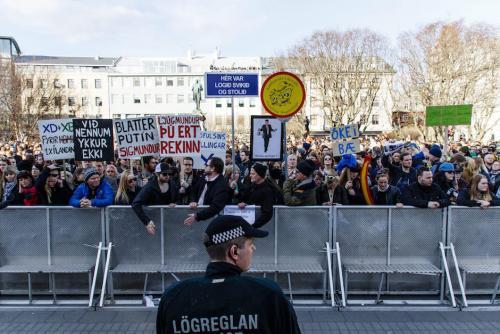 Más de 10 mil personas se manifestaron el lunes en el centro de Reikiavik. (Foto: EFE)
