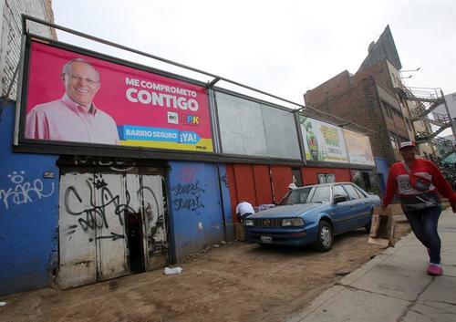 Propaganda de Pedro Pablo Kuczynski, perfilado en segundo lugar. (Foto: EFE)