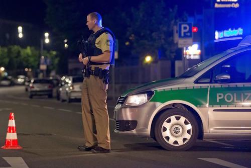 Las autoridades investigan la escena. (Foto: EFE)