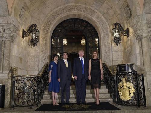 El Presidente Trump con su esposa y el primer ministro japonés con su esposa. (Foto: USA TODAY)
