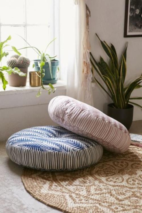 Las almohadas son perfectas para crear un oasis de comodida. (Foto: Urban Outfitters)