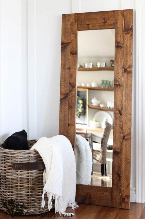 Los espejos agregan volumen y sensación de amplitud. (Foto: The Wood Grain Cottage)
