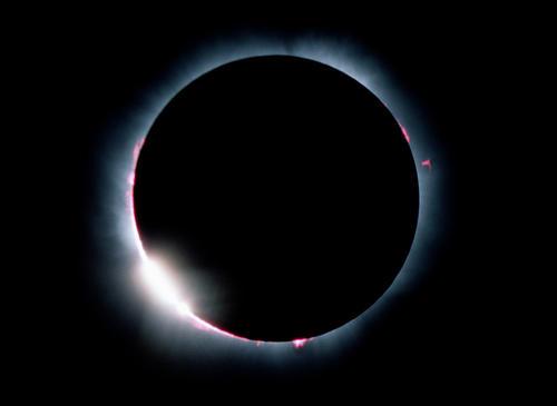 El tamaño del disco solar es casi igual al de la Luna. (Foto: Phillippe Duhoux, ESO/Cortesía Edgar Castro Bathen).