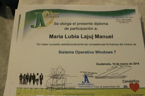 Los estudiantes de la academia reciben un certificado que los hace ser más competitivo en su campo laboral. (Foto: Juan Aparicio)