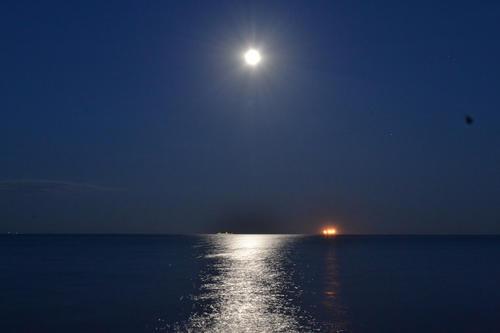 En Guatemala, la Luna se ve maravillosa en el mar o en un lago. (Foto: Cortesía Edgar Castro Bathen)