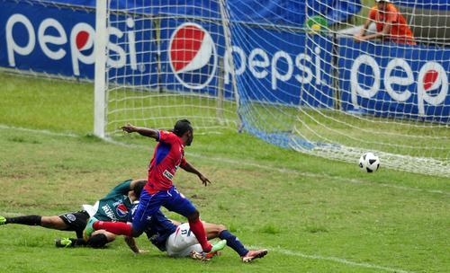 El segundo gol de Xelajú obra de Cristian Flores al minuto 86. (Foto: Nuestro Diario)