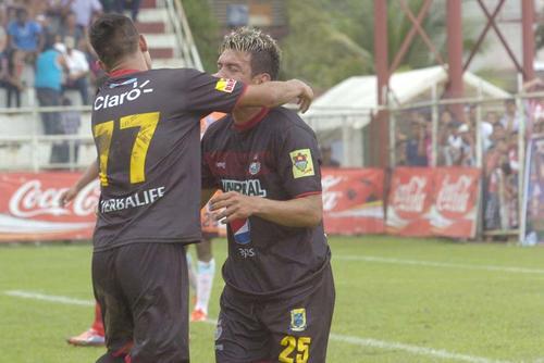 """Mario el """"loco"""" Rodríguez anotó el gol con el que Municipal consiguió empatar en Morales ante Heredia. (Foto: Nuestro Diario)"""