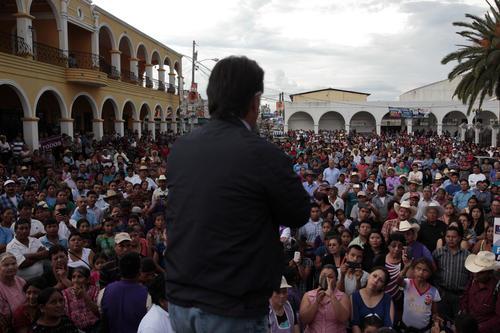 La presencia de Alfonso Portillo concentró a más de 1 mil 500 personas que llenaron más de la mitad del parque central. (Foto: Esteban Biba/EFE)