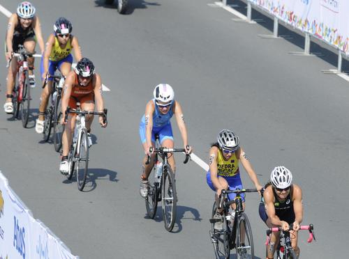 Una de las hermanas Schoenfeld, durante la prueba de ciclismo, en el triatlón panamericano. (Foto: Álvaro Yool/ Nuestro Diario)