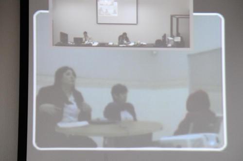 La audiencia se retrasó por más de dos horas pues el audio de la videoconferencia nunca funcionó correctamente. En la foto se observa a la derecha a Roberto José Barreda con el rostro cubierto. (Foto: Esteban Biba/Soy502)
