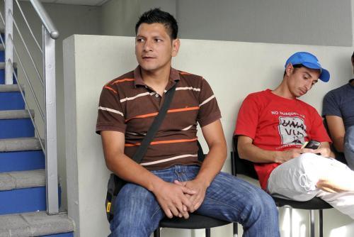 Rodrigo de León, a la espera de ser atendido por la Comisión Médica de la Fedefutbol. (Nuestro Diario)