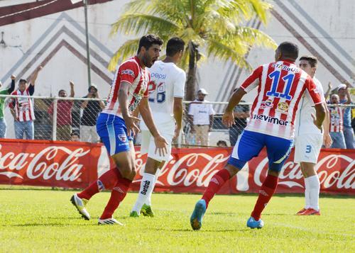 Miguel Lavié celebra, tras marcar el primer gol de Heredia que venció 2-1 a Comunicaciones. (Foto. Nuestro Diario)