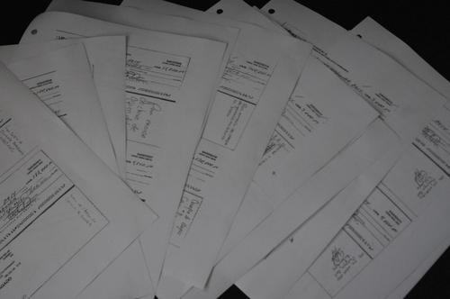 Estos son parte de los cheques entregados a la CICIG. (Foto: Jesús Alfonso/Soy502).