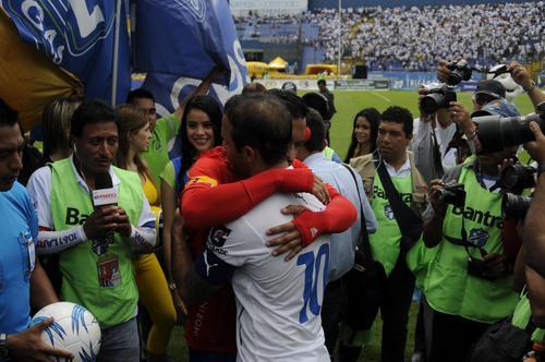 De nuevo José Contreras y Carlos Ruiz demostraron su amistad públicamente. (Foto: Pedro Pablo Mijangos/Soy502)