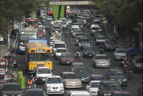 Autoridades prevén la circulación de más de un millón de vehículos en los fines de semana de diciembre. (Foto Archivo/Soy502)