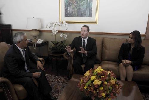El Secretario de Estado de Puerto Rico sostuvo un reunión con el binomio presidencial en donde aseguró que Guatemala tiene el potencial para convertirse en el socio estratégico de su país para introducir sus productos en Centroamérica. (Foto: Jesús Alfonso/Soy502)