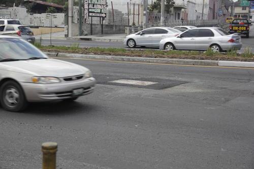El agujero fue reparado en las últimas horas y por la tarde del jueves ya se podía circular por la ruta sin complicaciones. (Foto: Fredy Hernández/Soy502)