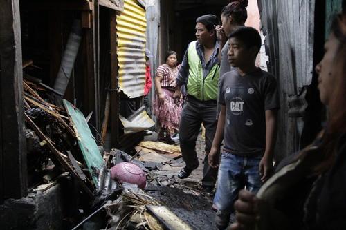Cerca de 16 locales fueron afectados debido al fuego que se expandió con rapidez en la zona. (Foto: Fredy Hernández/Soy502)