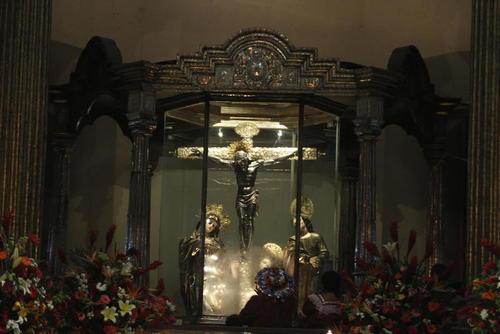 El Cristo Negro de Esquipulas derrama sus bendiciones a todos los peregrinos que lo visitan a diario. (Foto: Archivo)