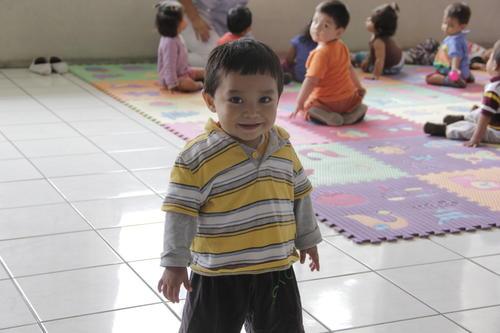 Los niños reciben estimulación temprana. Las niñeras son un pilar fundamental para la formación de su carácter desde pequeños. (Foto: Fredy Hernández/Soy502)