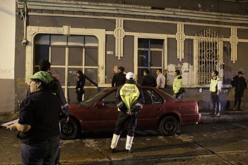El operativo visita un centro nocturno ubicado en la sexta avenida A y 19 calle, pero se constata que sí ha cumplido con la orden de cierre emitida por el Juzgado de Asuntos Municipales. (Foto: Fredy Hernández/Soy502)