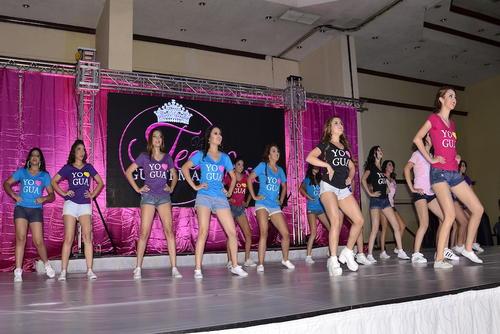 Las concursantes demostraron su talento en el baile con una coreografía que animó el ambiente. (Foto: Stanley Herrarte/Nuestro Diario)