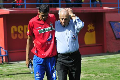 """Aníbal el """"Maño"""" Ruiz ha mostrado mucha cercanía con sus nuevos pupilos. (Foto: Orlando Chile/Nuestro Diario)"""