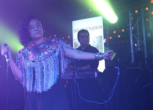 """Rebeca Lane en su participación junto a Malacates Trébol Shop, en el lanzamiento de """"A quien corresponda"""". (Foto: Selene Mejía/Soy502)"""