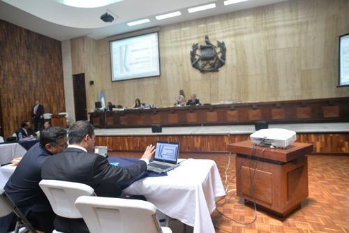 La audiencia de primera declaración se desarrolla escuchando los argumentos de los abogados defensores de los sindicados del caso Cooptación del Estado. (Foto: Wilder López)