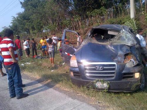 Durante este descanso se reportaron 208 accidentes de tránsito; en la foto se aprecia un accidente sucedido este domingo en el kilómetro 78 de la ruta hacia Puerto Quetzal (Foto: Provial)