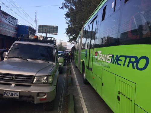 El paso por la Aguilar Batres está totalmente colapsado. (Foto: Jesús Alfonso/Soy502)