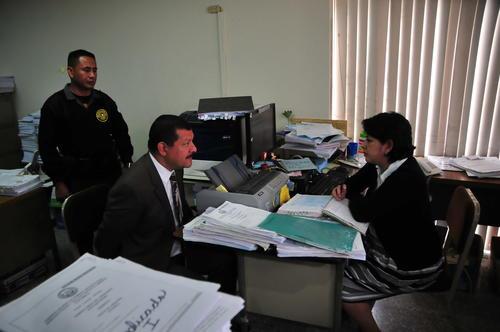 Antonio Coro firmó un acta donde se compromete a cumplir las medidas fijadas por la jueza Silvia Morales. (Foto: Alejandro Balán/Soy502)