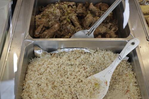 Este jueves se sirve arroz con puerco al berro. (Foto: Alejandro Balam/Soy502)