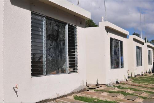 El 24 de diciembre, Maldonado hizo la entrega simbólica de las primeras viviendas pero aún no se pueden habitar. (Foto: Alejandro Balán/Soy502)