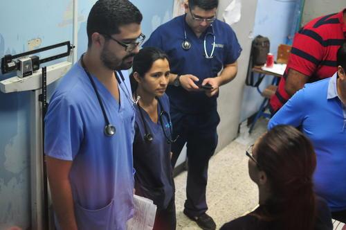 La exfuncionaria fue acompañada por sus dos abogados durante toda la evaluación. (Foto Alejandro Balán/Soy502)