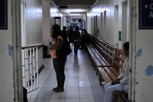 El servicio en la consulta externa del Hospital Roosevelt permanece cerrado por falta de medicamentos (Foto: Alejandro Balán/ Soy502)