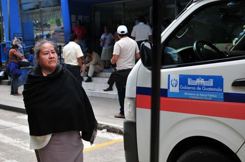Los pacientes están siendo trasladados a centros de salud y al Hospital San Juan De Dios (Foto: Alejandro Balán/Soy502)